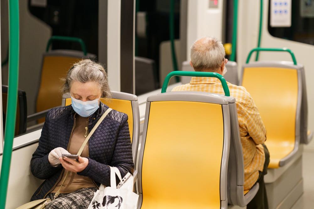 Voyager en transports en commun uniquement avec un masque Bleu Pitane